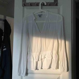 Fin vit blus, säljer pga för lite för mig!