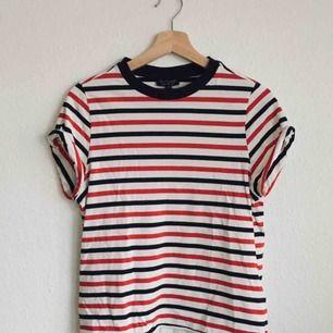 Randig t-shirt från topshop, använd några få gånger.