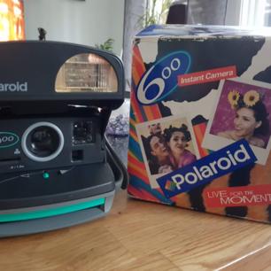 Retro polaroidkamera för samlaren. Fungerar felfritt! Pris kan diskuteras vid snabb affär😊