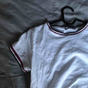 Fin tröja med bra skick, endast använd några få gånger. Passaren XS också;) frakt tillkommer 20-40kr❤️