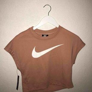 Helt ny Nike crop top *frakt ingår*