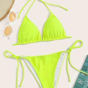 Neon bikini som jag fick hem idag men det var inte min stil, de är i M men de är som en S.