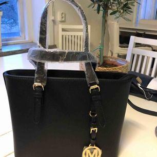Ny väska köpt i Italien aldrig använd köpte två därför säljer jag den ena.