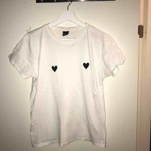 Söt t-shirt! Frakt ingår i priset.