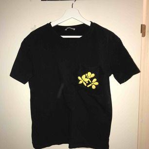 Tshirt från Zara! Frakt ingår i priset.