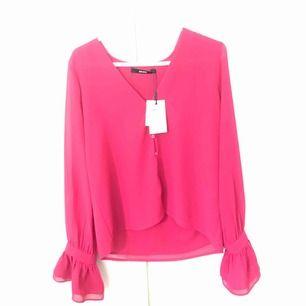 Helt ny tröja från bikbok! Aldrig använd! Ordinarie pris 250kr.