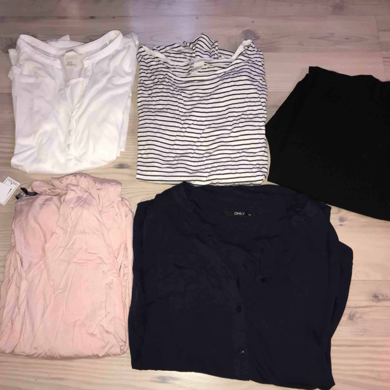 4 tröjor och 1 par kostymbyxor!. Blusar.