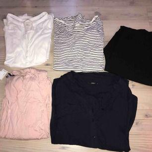 4 tröjor och 1 par kostymbyxor!