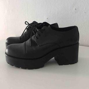 Vagabondsko i modell Emma. Äkta läder. Använda ungefär tre gånger, så dags för skorna att få en ny användare.