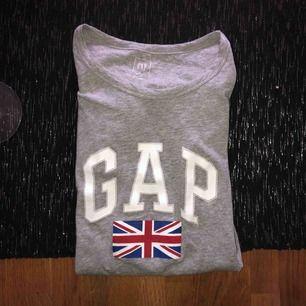 T shirt från GAP, knappt använd och fin kvalite! Är i storlek xxs men är mer som xs i storleken, 200 kr inklusive frakt 😊