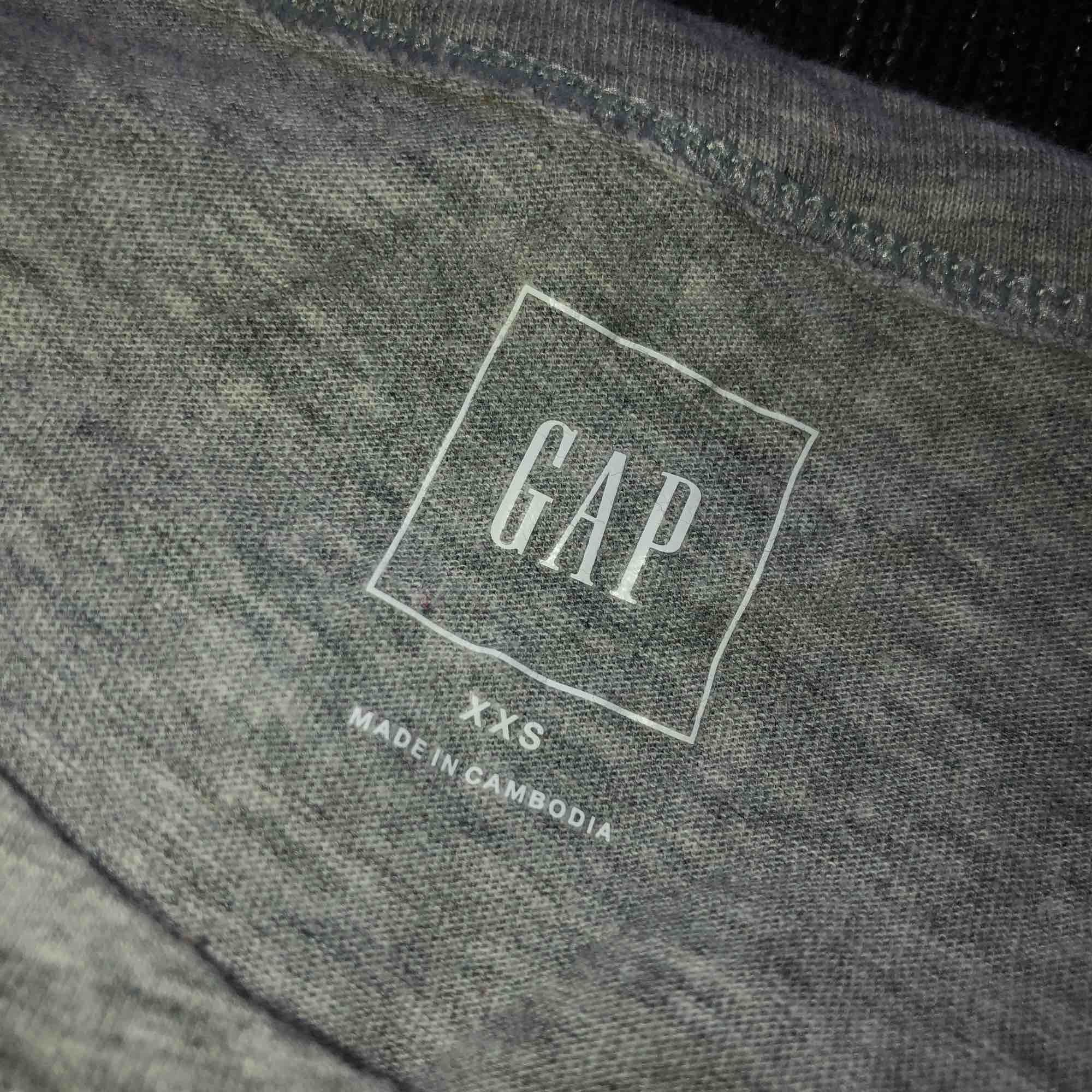 T shirt från GAP, knappt använd och fin kvalite! Är i storlek xxs men är mer som xs i storleken, 200 kr inklusive frakt 😊. T-shirts.