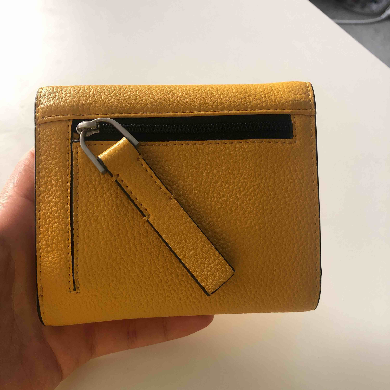 Calvin Klein wallet. Accessoarer.