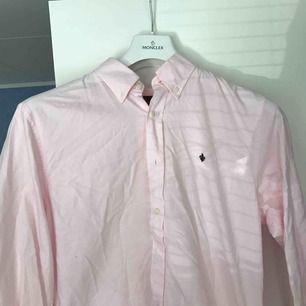 Väldigt fin Morris skjorta perfekt till skolavslutningen, nypris 999 kr, frakt ingår