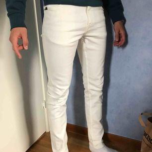 Tiger of Sweden jeans, modell evolve. Bra skick. Endast använda 1 gång. Frakt tillkommer!