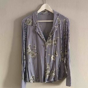 Fin skjort-blus från Gina Tricot.