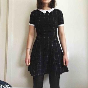 Supersöt svart klänning från H&M! Den är ganska varm så den går att ha även under de kallare månaderna. Köparen står för frakt, eller mötas upp i Karlstad! ✨