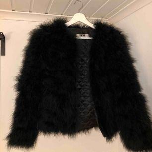 Säljer denna snygga dream jacket från Dennis Maglic. Nypris 1399kr. Köpt för ungefär ett år sen, dock bara använd ett få antal gånger.