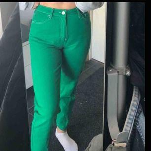 Suuuper snygga jeans från Urban Outfitters, nyskick och köppta här på plick men tyvvär för stora för mig. Frakt tillkommer :) ( bilderna är den gamla ägarens men vill du ha nya skickar jag såklart bilder)