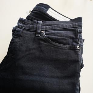 Svarta jeans från trendiga new York märket tag and bone, köpa i new York butiken. Rak modell, slim. Nypris 1699kr