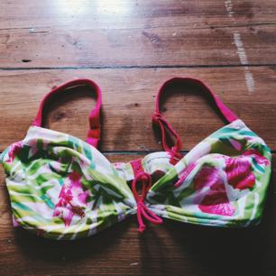 Fin bikinitopp. Stl 80dd