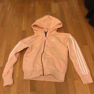 Superfin hoodie som tyvärr inte är min stil, använt max 3 ggr. Köpare står för frakt!