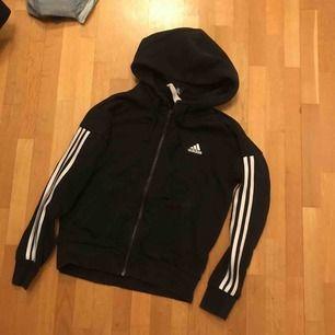 Jättefin hoodie från adidas. Toppskick, använd ca 7 ggr. Köpare står för frakt!
