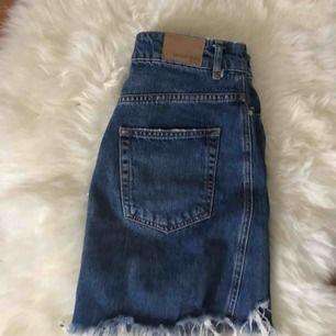 sparsamt använd kjol från ginatricot med snygga slitningar, sitter väldigt bra på men kan inte ha längre 😊 kan fraktas