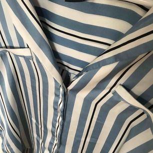 Randig skjorta från Gina tricot, köpare står för frakten.
