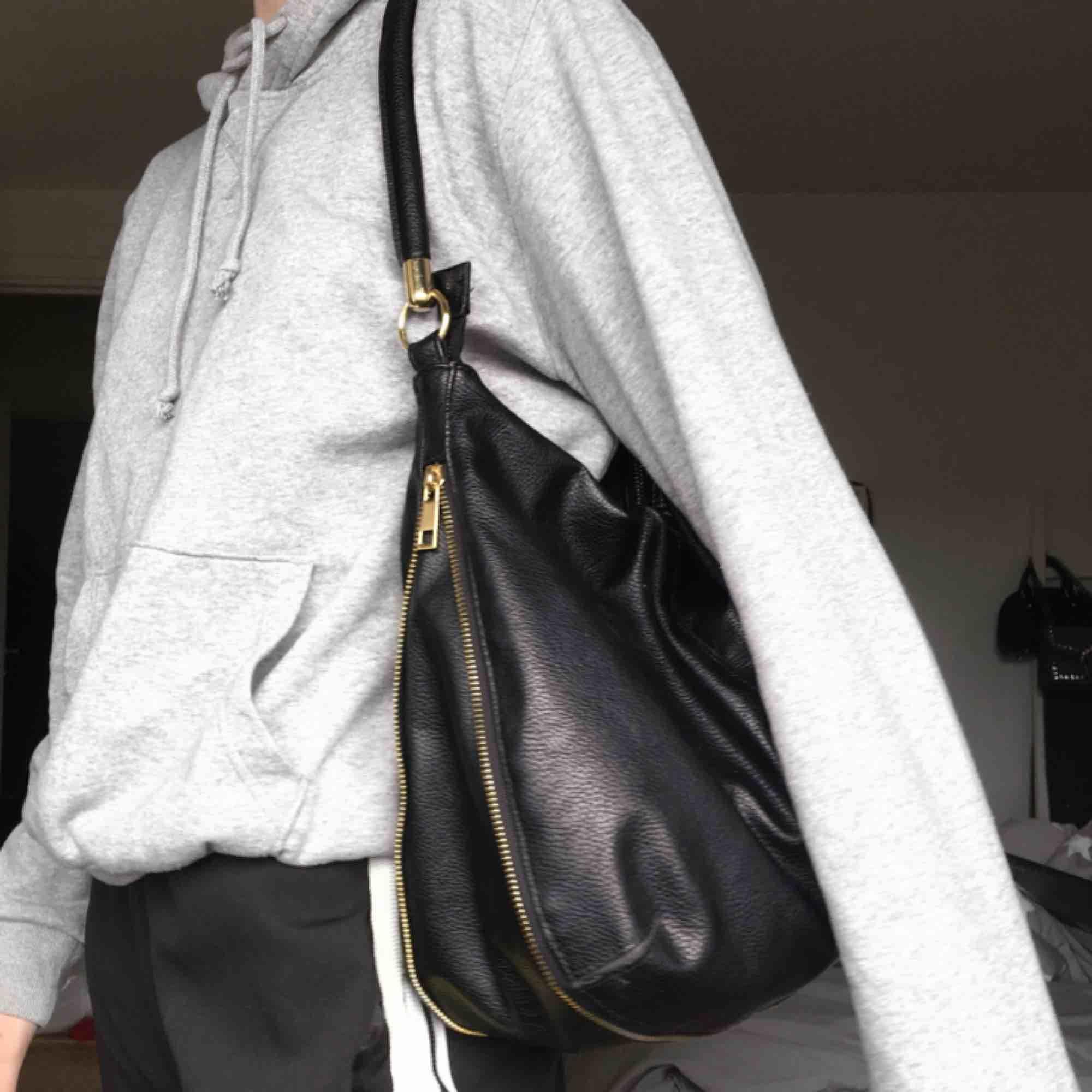 Väska från Lindex, knappt använd så den är i superbra skick.. Väskor.
