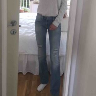 Jeans köpta på JC. Använda ett fåtal gånger. Storlek 25 i midjan. Köparen står för frakt