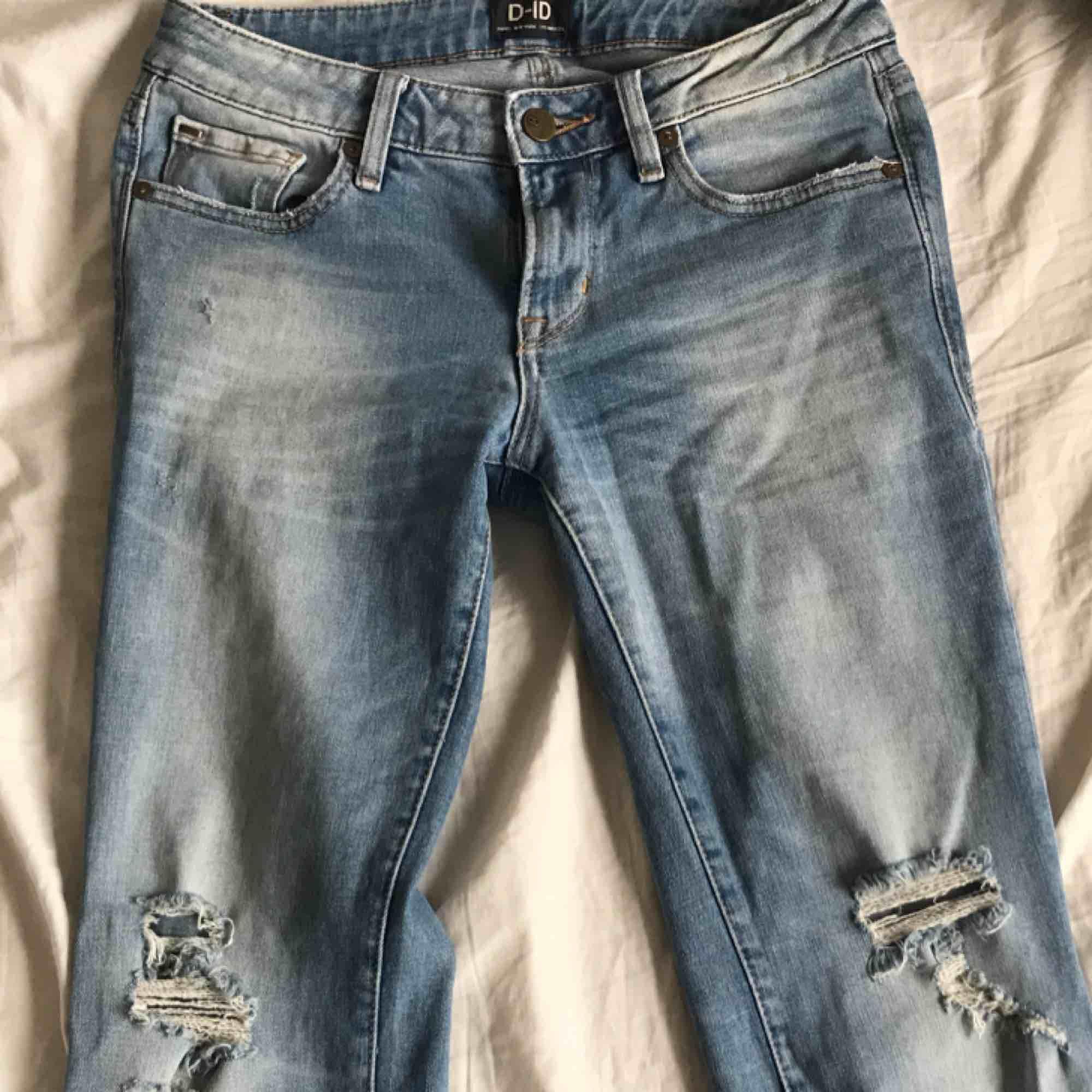 Jeans köpta på JC. Använda ett fåtal gånger. Storlek 25 i midjan. Köparen står för frakt . Jeans & Byxor.