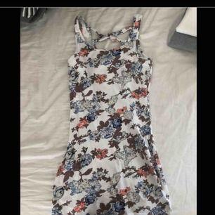Jättesöt klänning med fin rygg