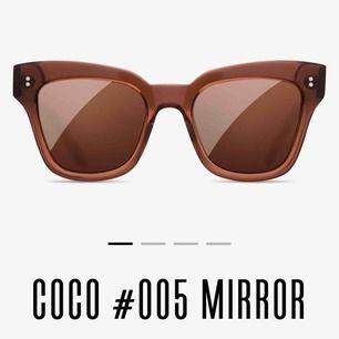 """Säljer dessa solglasögon ifrån Chimi Eyewear. Slutsålda på deras hemsida. Nypris 899kr. Modellen är #005 i färgen Coco. Frakt tillkommer.  (Den lilla """"påsen"""" som de ligger i fattas, se bild på allt som ingår)."""