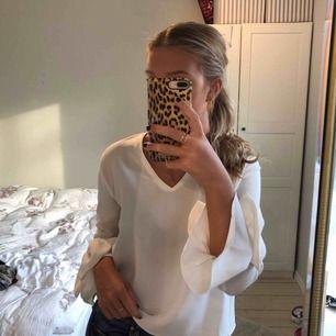 Blus från Zara som är i fint skick, använt fåtal gånger 😊