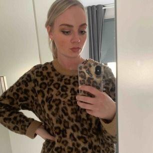 Mysig leopardtröja köp på HM. Använd ett fåtal gånger.
