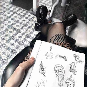 Blivit lärling på Huckleberry tattoo i Stockholm. Följ min insta för inspo, kanske boka in en tid?, hör av er i DM. Kramis