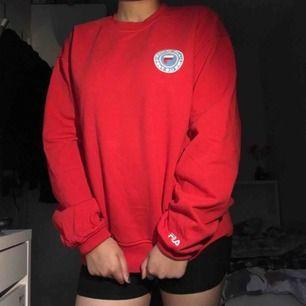 Fett nice FilaXJunkyard sweatshirt i strl small! 😍Unisex😍 Använt typ 3 ggr. Möter upp dig i sthlm för detta KAP, gogogo 🏃🏽♀️💨