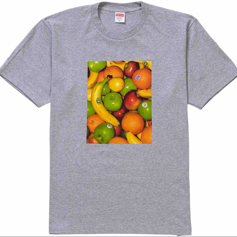 Supreme Fruit Tee Heather Grey Helt ny. T-shirts.