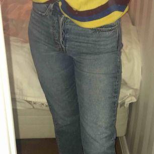 Superfina jeans från hm. Vintage fit och high waist. Kan mötas i Sthlm eller frakta men frakten ingår ej i priset :)