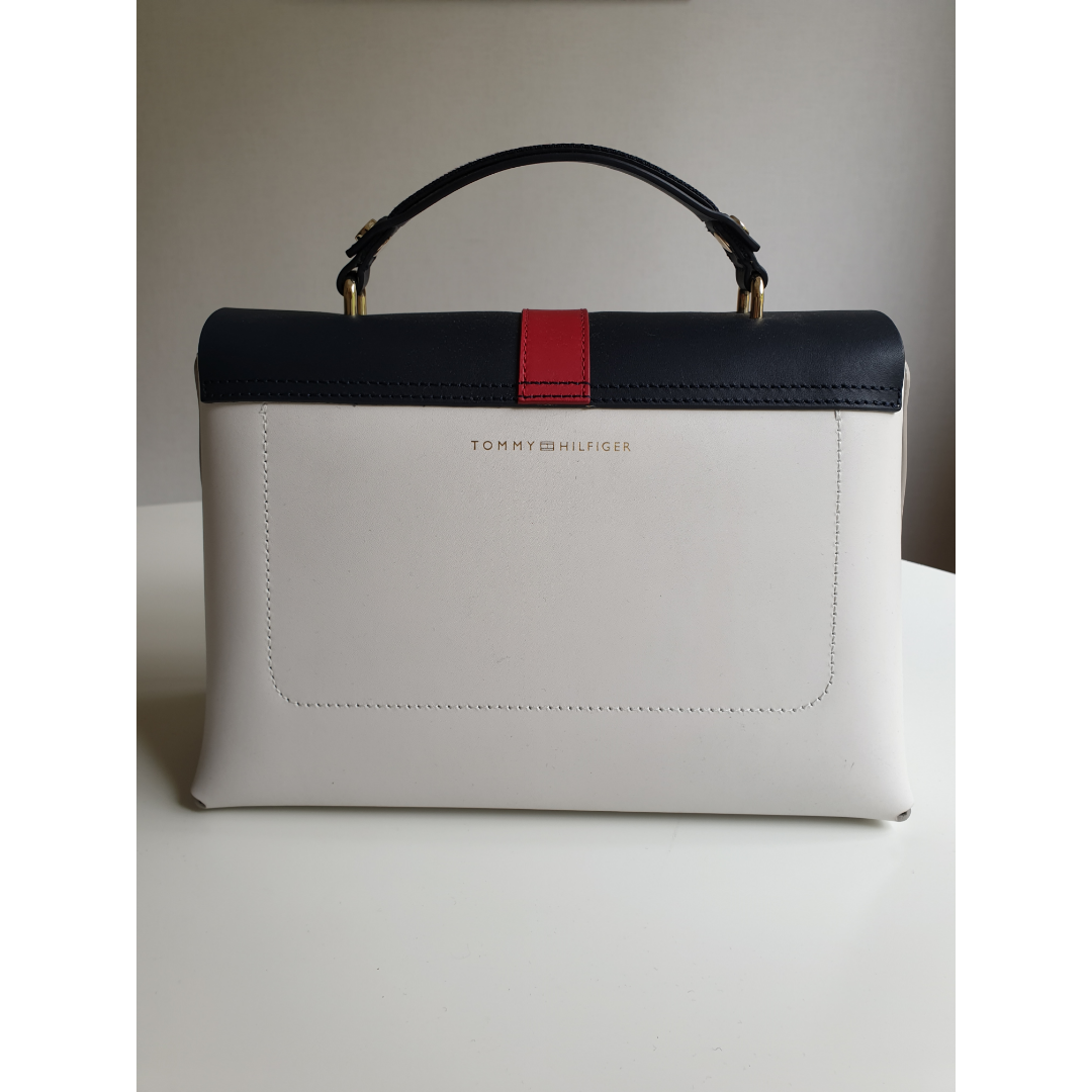 Tommy Hilfiger Bag. Very good condition, as new. Original duster bag included.. Väskor.