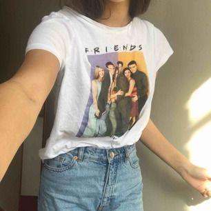 Säljer denna härliga t-shirt! • Storlek: S • Pris 44kr. Mycket bra sick, använd fåtal gånger
