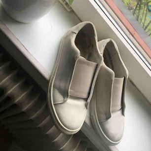 Fina sneakers från Wera. Köpta förra sommaren, mycket lite använda. Säljes pga fel storlek.