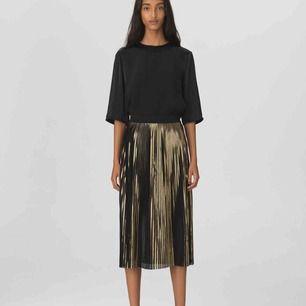 Kjol från Malene Birger! Använd ett fåtal gånger så är så gott som ny! Nypris: 1799kr🌸