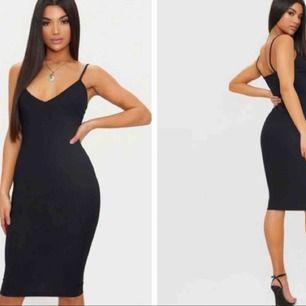 Svart fin klänning från prettylittlethings. Aldrig använd & säljs pga fel storlek. Står att det är storlek 36, men passar mer XS.