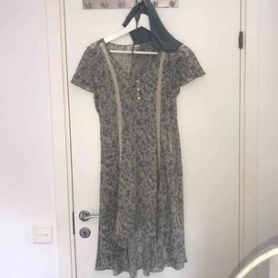 Ralph lauren klänning , aldrig använd Storlek M Pris kan diskuteras