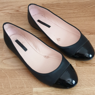 Barely used ballerinas from Zara, their trafaluc collection. Quite elegant and cute, but as it turns out my feet are too wide for them. 😋