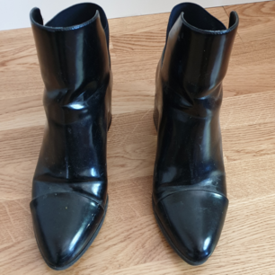 Lacquered ankle boots from Zara. Barely used, bought a few years ago! Let me know if you want more pictures.