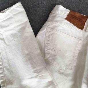 Säljer dessa oanvända RL jeans! Är i straight leg modell('slim') Supersnygga till sommaren!