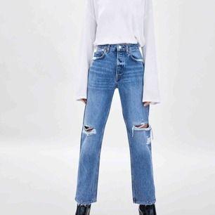Supersnygga straight leg jeans i strl 32, dvs XS. Endast testade så är som nya!