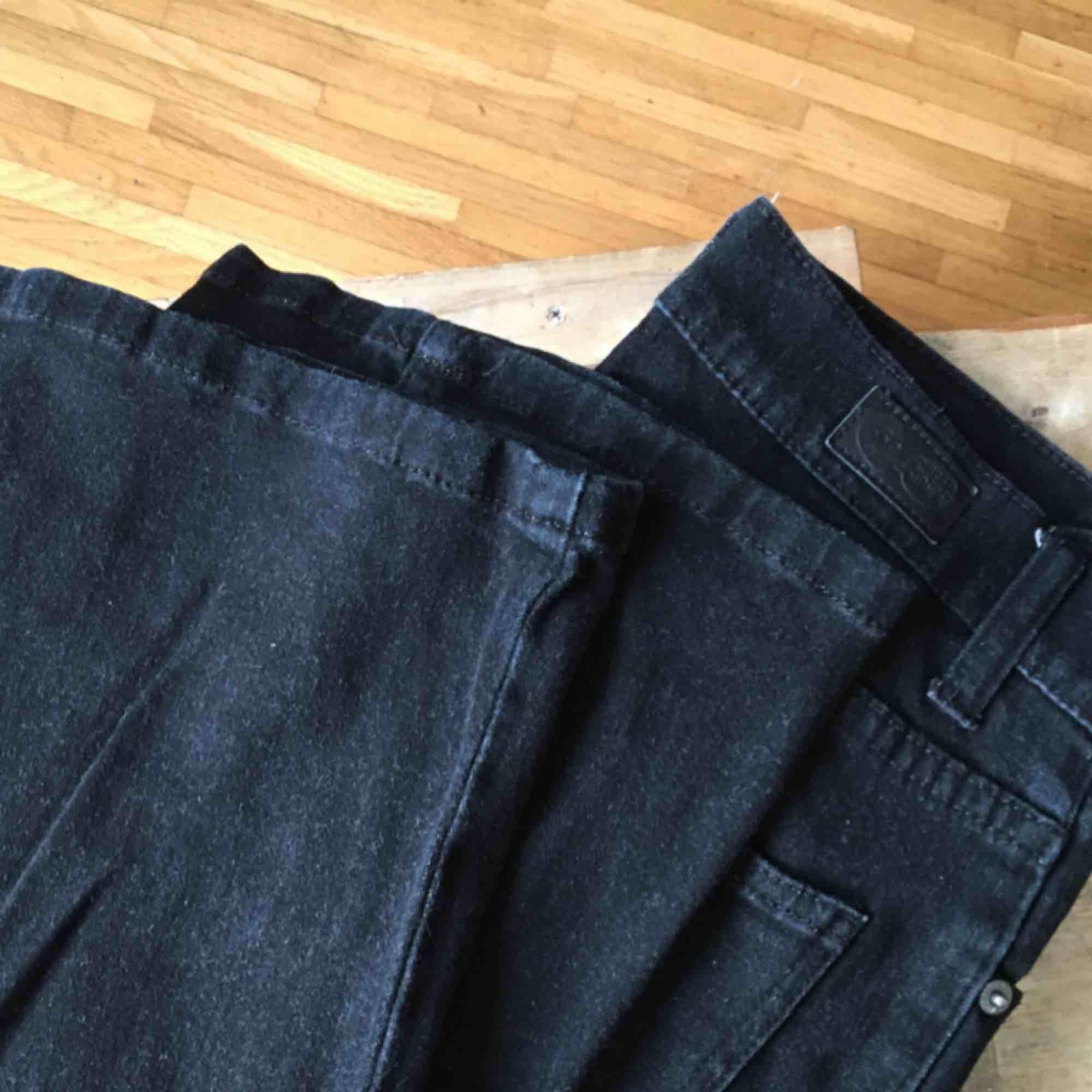 stretchiga flares som är flattering<3 från Cheap Monday som jag inte använder längre! . Jeans & Byxor.